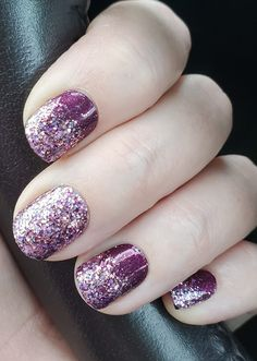 DIY Glitter Dipped nails with dry nail polish strips from Color Street. Color Street makes getting a salon quality manicure at home simple and easy. 100% real nail polish in dry strip form. Can last up to 14 days and removes easily with nail polish remover. Color Street Mount Crushmore. Color Street New York Minute. #colorstreet #nailpolish #colorstreetnails #colorstreetmountcrushmore #colorstreetnewyorkminute #colorstreetcombo #diynails #nailpolish #glitter nails