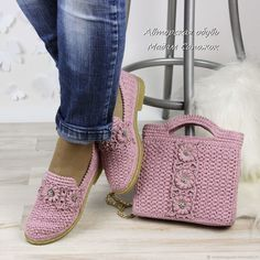 Learn how to crochet shoes with this easy free crochet pattern and tutorial. of their flip flop soles, these DIY kicks work well equally well as house slippers or outdoor shoes. pattern is quite approachable, requiring a knowledge of single crochet, doubl Crochet Sandals, Crochet Boots, Crochet Purses, Crochet Slippers, Crochet Baby, Crochet Shoes Pattern, Shoe Pattern, Crochet Patterns, Toms Style