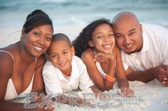 family Beach Portraits Family Portrait Poses, Family Beach Portraits, Beach Family Photos, Family Pics, Family Posing, Portrait Ideas, Beach Photography, Family Photography, Photography Ideas