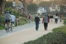 This urban trail through Monterey, CA, takes you past Monterey Bay Aquarium, Fisherman's Wharf and beaches with sea lions and elephant seals.