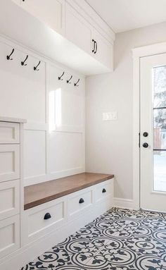 29 Smart Mudroom Ideas to Enhance Your Home 29 Smart Mudroom Ideas to Enhance Your Home Sabine Blum janinaerbert Zimmer Mudroom Ideas With these attractive mudroom ideas nbsp hellip Flooring ideas Mudroom Laundry Room, Laundry Room Design, Bench Mudroom, Bathroom Closet, Entryway Closet, Entry Bench, White Closet, Closet Remodel, House Ideas