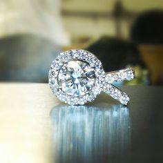 1.75ct center halo pendant. #tw #halopendant #whitegold #diamonds #jewelry #justinwellsjewelry #jewelerbench #jewelrydesign #jeweler #cadcam #matrix7 #moodysjewelry