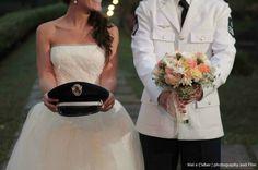precisamos dessa foto Military Family Pictures, Wedding Color Schemes, Wedding Colors, Elope Wedding, Wedding Dresses, Elopement Wedding, Aviation Wedding Theme, Wedding Ideias, Future Love