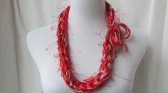 Ganchillo collar rojo y oro bling para el año por MyParadeDesigns, $10.00