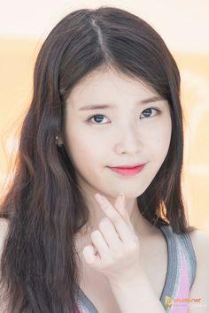Korean Beauty, Asian Beauty, Jungkook Ideal Type, Korean Celebrities, Celebs, Roller Shades, Korean Actresses, Her Music, Korean Singer