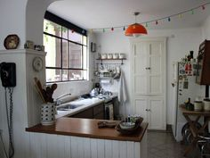Casa Chaucha » Donde pasar el fin del mundo Boho Kitchen, Kitchen Dining, Deco Boheme, House Colors, Home Kitchens, Living Spaces, Sweet Home, House Design, Vintage
