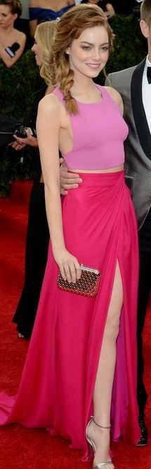 Who made Emma Stones pink dress, gold clutch handbag, jewelry, and sandals that she wore to the 2014 Met Gala?