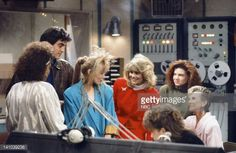 LIFE -- 'A Star is Torn' Episode 15 -- Pictured: Kim Fields as Dorothy 'Tootie' Ramsey, George Clooney as George Burnett, Stacey Swain as Cinnamon, Lisa Whelchel as Blair Warner, Mindy Cohn as...