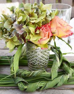 Momentan ist die beste Zeit um Trocknen von Rosen und Hortensien.Die Hortensien stehen in voller Pracht und viele spätblühende Rosen sind schöner denn je. Ausserdem bieten auch die Floristen wundersch
