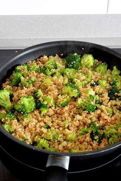This sautéed quinoa and broccoli is perfect, healthy and super fast to make . - This sauteed quinoa and broccoli is perfect, healthy and super fast to make … - Healthy Crockpot Recipes, Veggie Recipes, Healthy Dinner Recipes, Real Food Recipes, Vegetarian Recipes, Cooking Recipes, Coliflower Recipes, Deli Food, Super Rapido