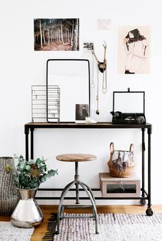 DRESSING TABLE Cute idea for an apartment!!!