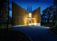 Two towering walls of Corten steel lead into this four-bedroom guesthouse at the Cloudy Bay winery in Marlborough, New Zealand.