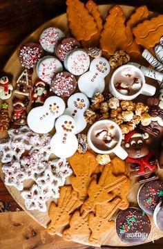 Snack Platter, Dessert Platter, Bon Dessert, Party Food Platters, Christmas Snacks, Christmas Brunch, Holiday Treats, Christmas Cookies, Xmas