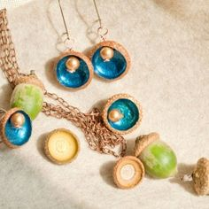 Tutorial for very simple, yet impressive and easy to execute autumn acorn jewels.