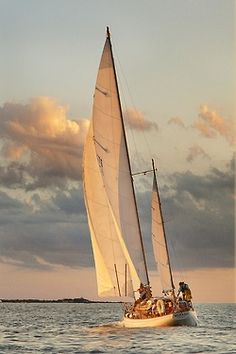 I want to go sailing... and after a little bit of experience, i wamt to sail at night, too. :)