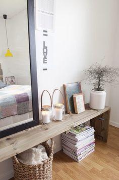 idee pour mon meuble dans l'entree; poser une plante et un grand miroir dessus? + le bac pour le courrier...