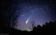 Comet Hale-Bopp in the spring of 1997 as seen from Finland. Pekka Parviainen/Polarimage.fi.