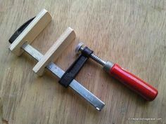 A simple trick to really improve cheap clamps. Small cheap bar clamps usually le. - A simple trick to really improve cheap clamps. Small cheap bar clamps usually le… Ein einfacher T - Used Woodworking Tools, Woodworking Clamps, Wood Tools, Woodworking Workshop, Woodworking Videos, Woodworking Furniture, Diy Tools, Woodworking Projects, Cheap Tools