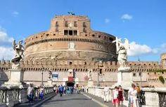 Castel Sant'Angelo:  Tickets, Private Tours - Rome Museum  γενικά αυτό το κάστρο έχει από τα μικρότερα εισιτήρια (10,50  ευρώ) δε πρέπει να χει πολλά εκθέματα πιο πολύ τα δικά του έπιπλα αλλά λένε έχει ωραια θέα κ γενικά είναι επιβλητικό κτίριο