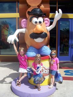 Ideas on budgeting spending money for your kids for your #Disney trip + more helpful tips for planning a vacation with a large family at Walt Disney World! http://blog.undercovertourist.com/2013/09/disney-world-vacation-tips-large-families/
