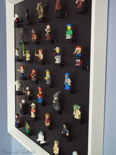 For some kids, building the lego minifigure can be fun and precious memory.That is why after creating one, it is best to place the lego minifigure in a storage that can make it safe. Lego Table With Storage, Lego Storage, Storage Ideas, Smart Storage, Ikea Storage, Storage Solutions, Lego Dimensions Storage, Mini Figure Display, Cadre Photo Diy
