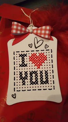 Celtic Cross Stitch, Cross Stitch Beginner, Tiny Cross Stitch, Cross Stitch Heart, Cross Stitch Cards, Cross Stitch Designs, Cross Stitch Patterns, Stitching On Paper, Cross Stitching