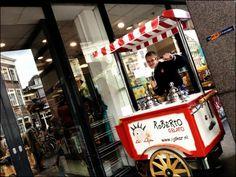 Utrecht Centrum bij Polaris boekhandel (ex Broers) voor 400 gelukkigen een Roberto's ijsje ... door ijsgek Jesse #ijskar #gelato