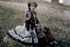 Vintage Cameras Actress in peasant dress from Thessaly. Enjoy these beautiful, rare vintage autochrome photos of Greece in color, captured from the camera of Maynard Owen Williams in the National Geographic, Galerie Creation, Empire Ottoman, Greece Fashion, Folk Clothing, Greek Culture, Rare Images, Folk Costume, 1920s Costume