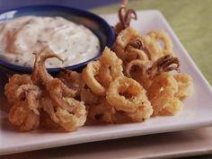 Calamari Fritti with Creamy Ponzu Dipping Sauce. I love calamari! Sauce Recipes, Fish Recipes, Seafood Recipes, Cooking Recipes, Fish Dishes, Seafood Dishes, Dove Recipes, Gastronomia, Octopus