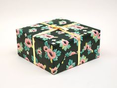 Anemone Flower Wrapping Paper Green  Size : 480 × 860mm / 19 × 34 inch 3 Sheets per set. Shipped in a thick paper tube.  Shipping may be