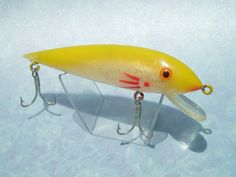 Gudebrod Golden Eye Maverick Vintage Fishing Lure Yellow 4 in. Used collectible  #Gudebrod