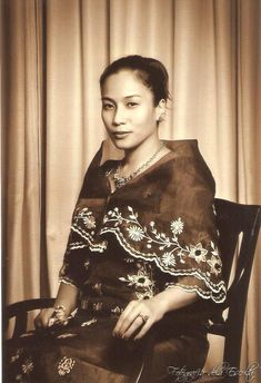 """Lady wearing an old school Filipino Dress called """"Maria Clara"""" Philippines Fashion, Philippines Culture, Philippines Country, Manila Philippines, Maria Clara Dress Philippines, Filipiniana Dress, Filipino Fashion, Filipino Culture, Filipina Beauty"""