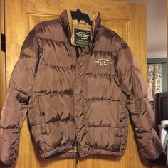 Ralph Lauren puffer jacket Jacket is in excellent condition. There are two large exterior button pockets. The jacket zips and closes with Velcro. Extremely warm! Ralph Lauren Jackets & Coats Puffers