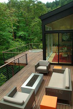 Hot tub built into second floor deck. Deck very close to back-facing woodlands. Deck Design, House Design, Sunken Hot Tub, Haus Am Hang, Terrasse Design, Hot Tub Deck, Modern Deck, House Deck, Deck Railings