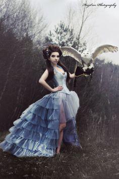 corsetightlace: Blauwe zijde bovenborstcorset jurk 2013 collectie van * Esaikha