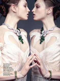 """VOGUE RÚSSIA JUNHO 2011 – Georgina Stojiljkovic mostra no editorial """"Haute Couture"""" o melhor da alta costura internacional."""