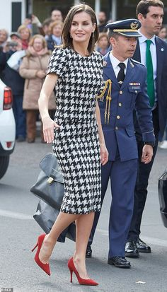 Queen Letizia of Spain steps out in chic black and white number Queen Letizia of Spain looked chic in a houndstooth number and vibrant red heels as she stepped out for an awards ceremony in Andalusia today, pictured Fall Fashion Outfits, Mode Outfits, Winter Outfits, Autumn Fashion, Fashion Dresses, Womens Fashion, Classy Outfits, Stylish Outfits, Red Heels Outfit
