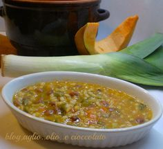 oggi voglio proporvi una buonissima zuppa con porro zucca e fagioli è molto semplice da fare è saporita e molto gustosa