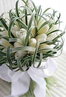 White Tulip Bouquet, White Tulips, Purple Tulips, Deco Floral, Arte Floral, Bridal Flowers, Flower Bouquet Wedding, Bouquet Flowers, Bride Bouquets