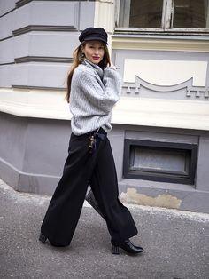 Široké zvonové nohavice - trendom tejto jarnej sezóny