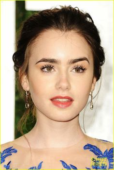 All About Celebrity: Lily Collins Height, Weight, Body Measurements