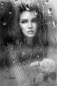 Emotional Photography, Self Portrait Photography, Creative Photography, Photography Poses, Beauty Photography, Black And White Portraits, Black And White Photography, Rainy Window, Umbrella Photography