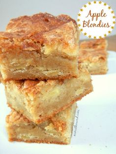 A perfect Autumn dessert that mixes apple pie and blondies. A perfect Autumn dessert that mixes apple pie and blondies. Yummy apple blondies with a large scoop of vanilla ice cream is the perfect dessert {or snack! Köstliche Desserts, Holiday Desserts, Delicious Desserts, Autumn Desserts, Easy Apple Desserts, Apple Deserts, Fall Dessert Recipes, Apple Cake Recipes, Snack Recipes