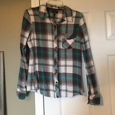 REMOVING TO DONATE NEXT WEEK!! Offer now or never! Blue, white and gray plaid flannel. Great condition. Tagged as medium, fits like small. From PacSun. 🔸MAKE AN OFFER!!🌻🔸 Nollie Tops Button Down Shirts