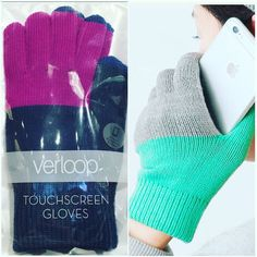 Yikes! Ready or not fall is here. Don't let the cold stop you from getting your stuff done. Verloops gloves @verloopknits are great for texting and sending quick emails in the harsh elements. Get your pair today! #simonsshoes #shoes #instashoes #accessories #gloves #texting #iphone #october #style #shopping #mittens #fall #winter #brookline #boston #coolidgecorner