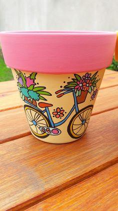 Clay Vase: See How to Make, Paint and Inspiring Models - Cactus Ideen 2020 Flower Pot Art, Flower Pot Design, Flower Pot Crafts, Painted Plant Pots, Painted Flower Pots, Clay Pot Projects, Clay Pot Crafts, Bottle Art, Bottle Crafts