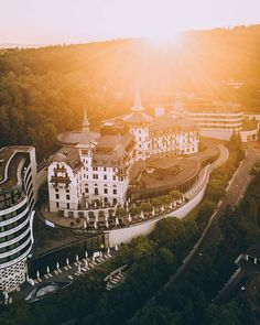 Such a magical and dreamy shot of the sun rise above our Dolder Grand! Imagine watching it with your significant other and spending romantic like this one together! City Resort, Green Zone, Island Tour, Rise Above, Grand Hotel, Great View, Alps, Paris Skyline, Shots