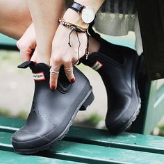 Rock 'n Roll in Hunter Chelsea boots! Waterproof, versatile & so easy to slip on and off! Now available in new colours: Sky Blue and Midnight. Hunter Chelsea, Hunter Boots, Shoes Online, Rubber Rain Boots, Preppy, Chelsea Boots, What To Wear, Slip On, Shoe Bag