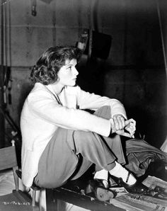 """BTS shot on the film """"BringIng Up Baby"""" starring Katherine Hepburn and Cary Grant. Katharine Hepburn, Audrey Hepburn, Old Movies, Vintage Movies, Vintage Hollywood, Classic Hollywood, Black And White Pictures, American Actress, Movie Stars"""