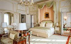 Les suites du Ritz retrouvent la noblesse qui fit leur prestige. Ici, la suite Vendôme où règne le chic absolu du grand luxe français.